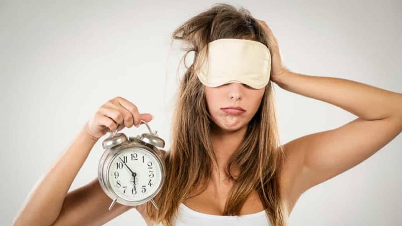 Come dormire meglio e velocemente: tutti i RIMEDI dalla melatonina alla musica