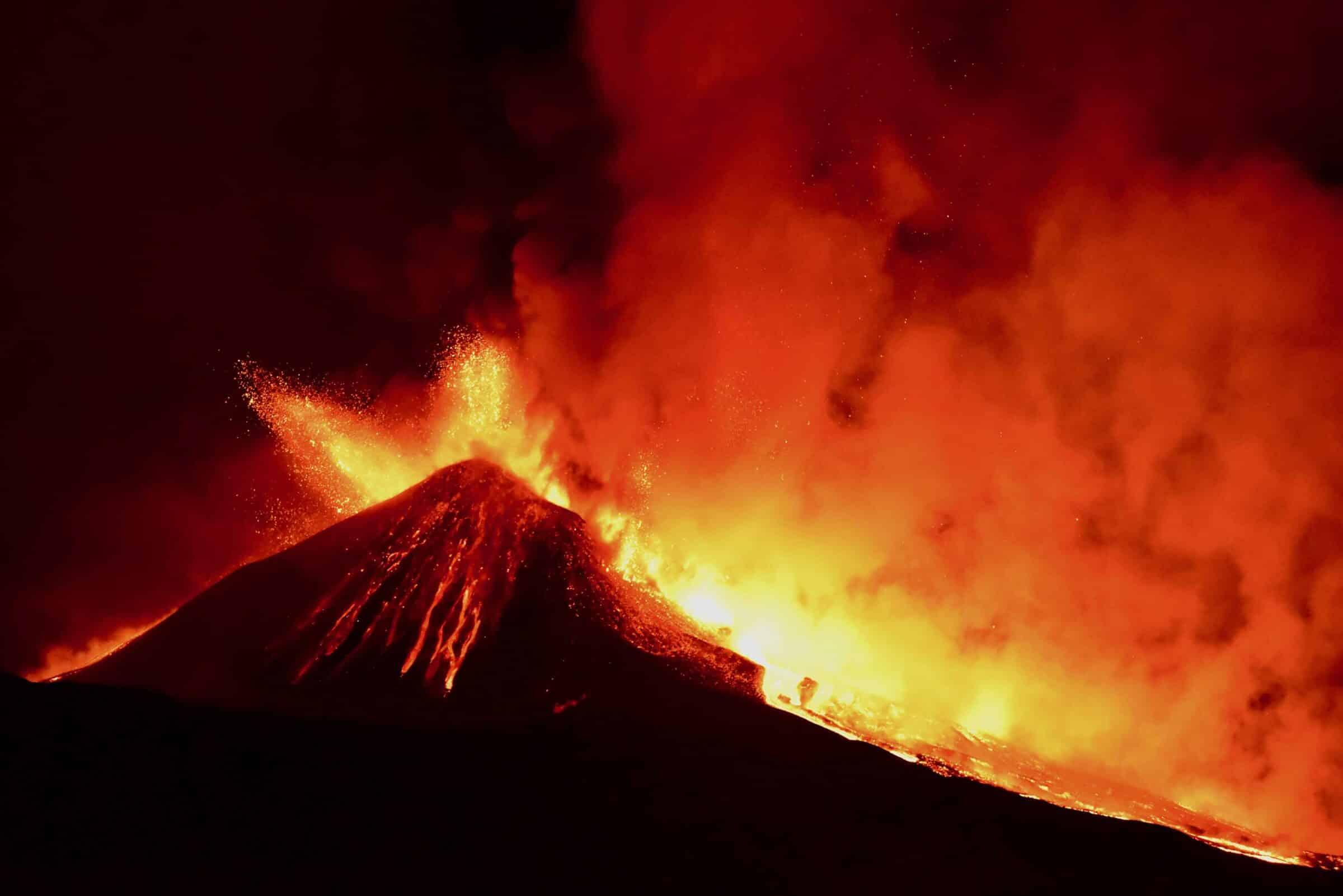 Etna, come si formano cenere vulcanica e lapilli? Lo studio dei ricercatori dell'INGV – DETTAGLI