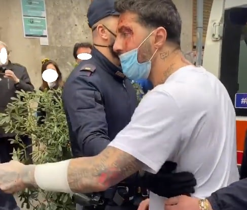 Fabrizio Corona torna in carcere, l'ex paparazzo si infuria: ferite ai polsi e insulti ai giudici su Instagram