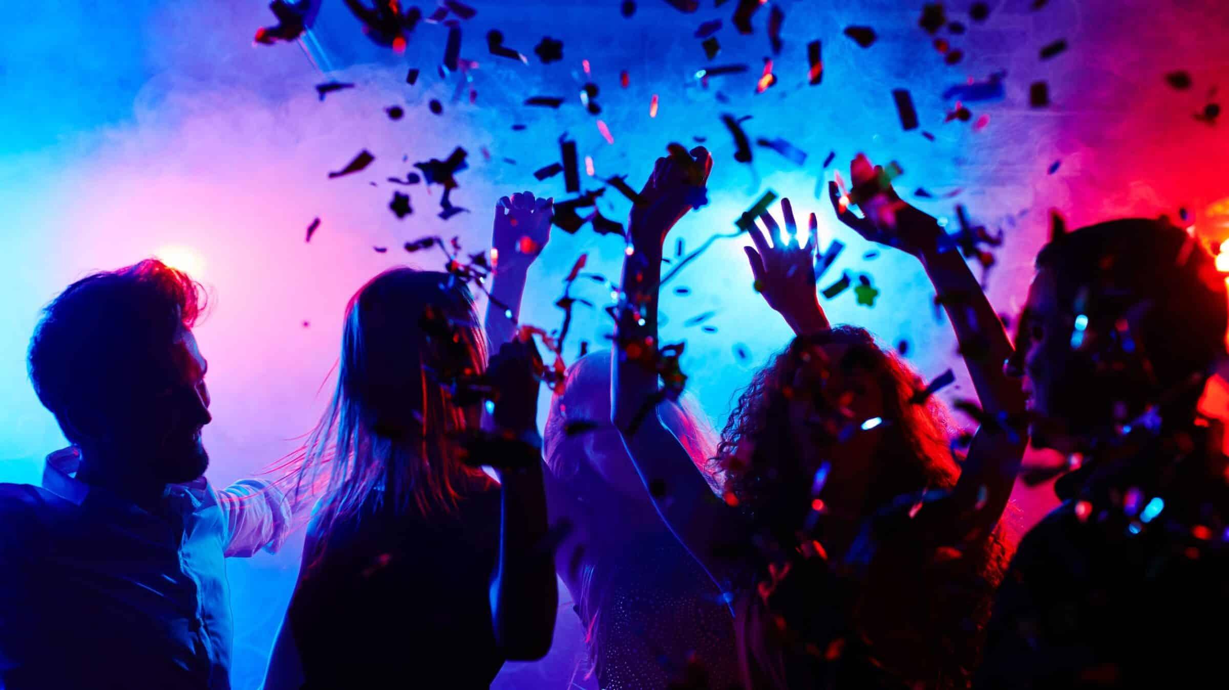 Festa in villetta tra giovanissimi con alcolici e musica ad alto volume: sanzionati 18 partecipanti