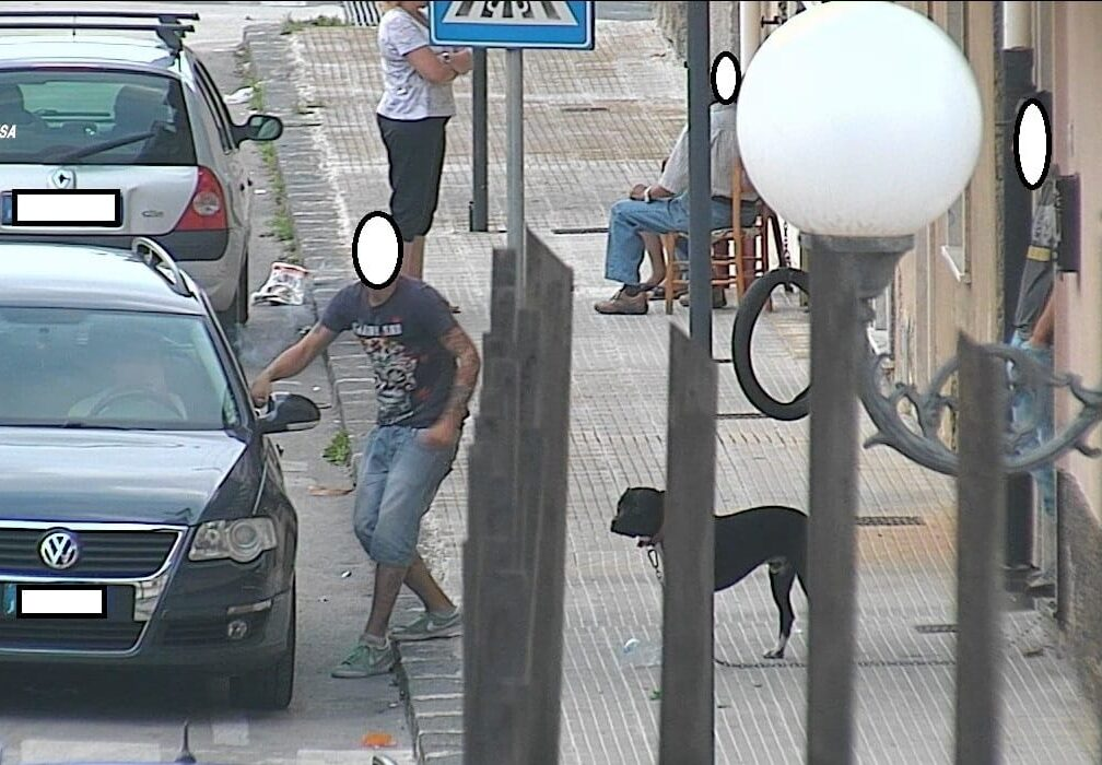In casa con droga, munizioni e motocicli rubati: concluse le indagini nei confronti di 10 persone