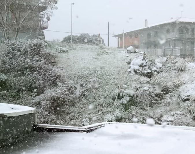 """Catania e provincia imbiancate dalla neve, spettacolo da """"Frozen"""" ai piedi dell'Etna – FOTO"""