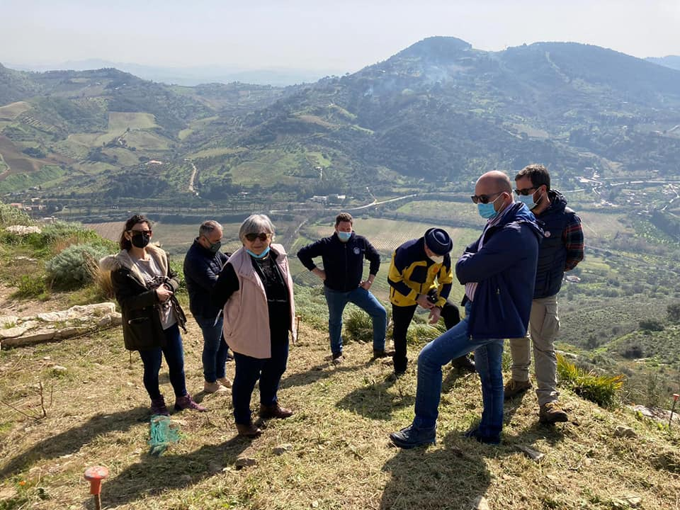 Segesta, scoperto il monumentale ingresso all'Agorà: nuovi percorsi, parco pronto alla riapertura – FOTO