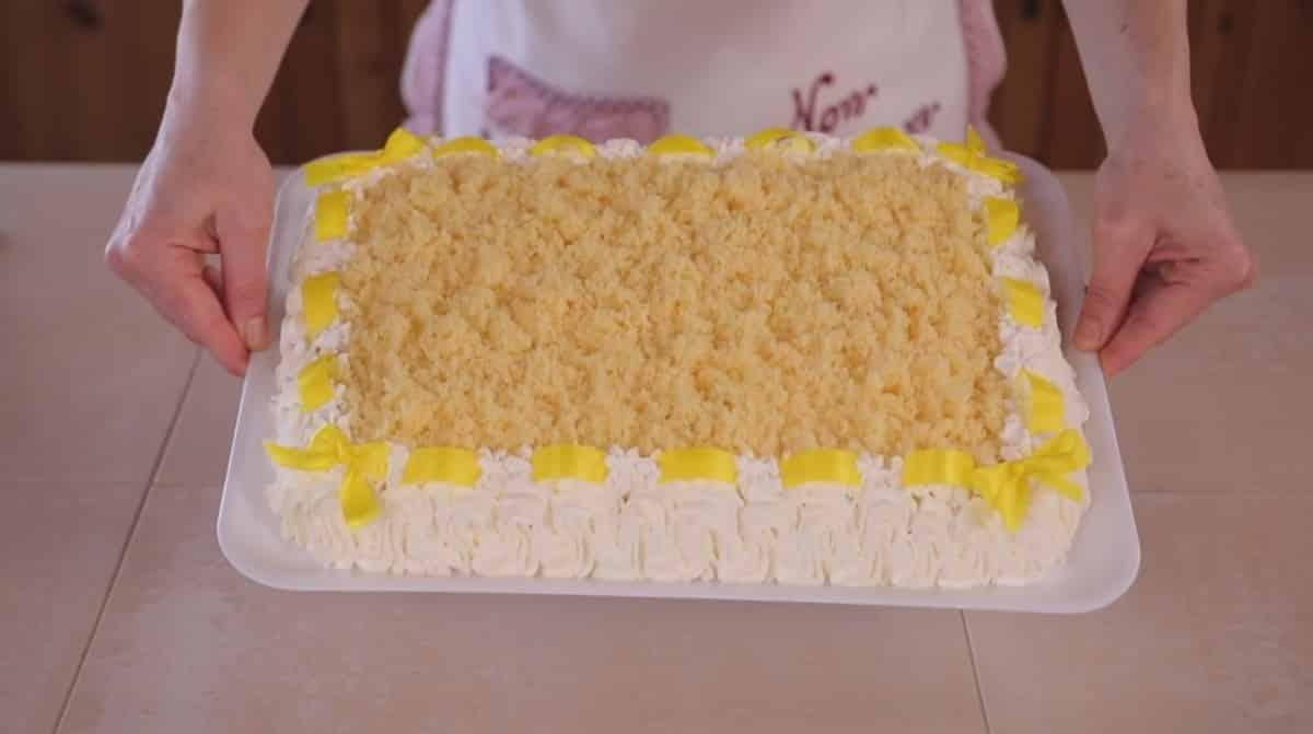 Festa della donna 2021, gli auguri con le frasi da dedicare e la ricetta della torta mimosa di Benedetta Rossi