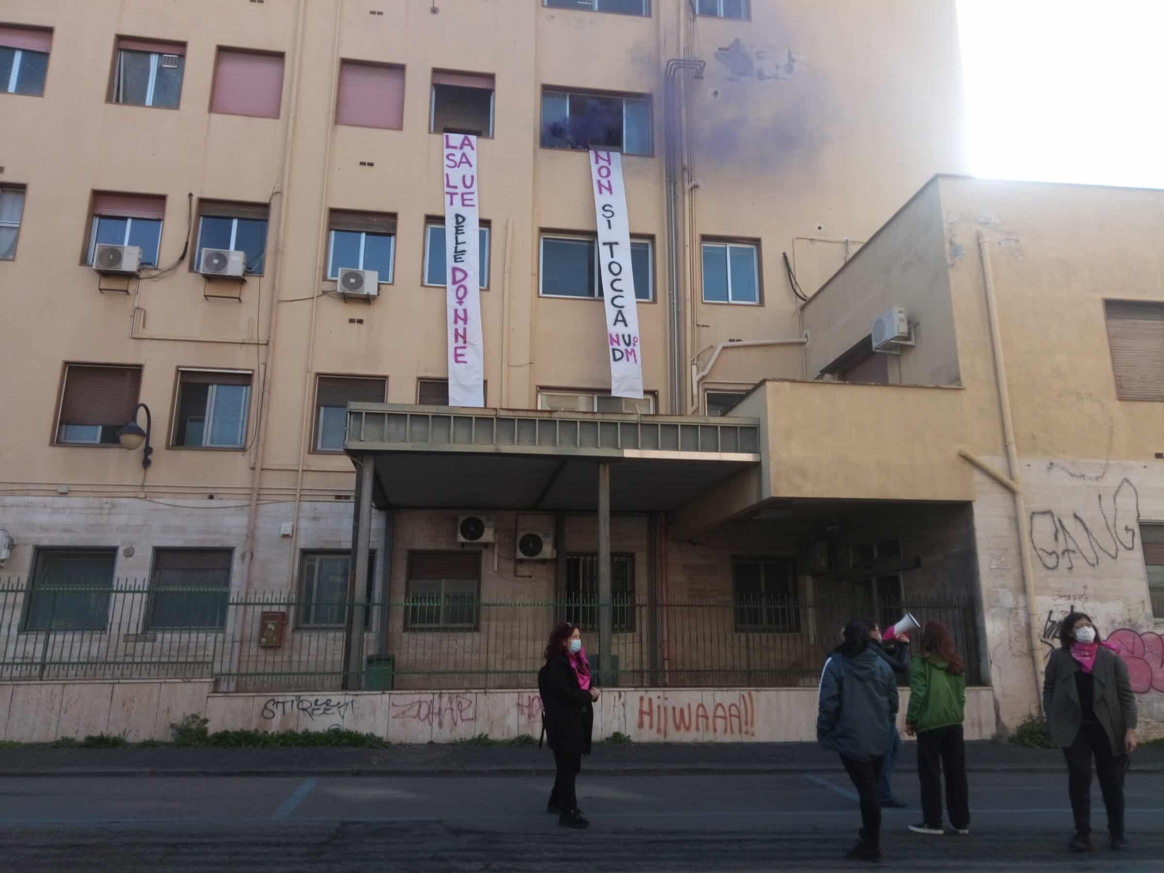 """Non Una di Meno Catania occupa l'ospedale dismesso Santo Bambino: """"Il Covid non ci ferma"""""""