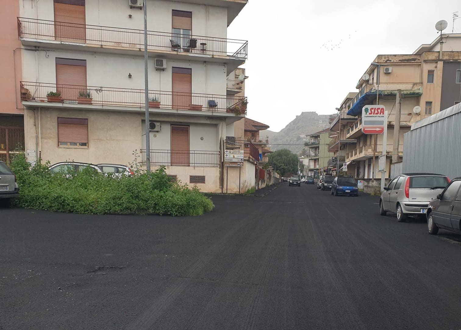"""Cenere dell'Etna, zona """"nera"""" nel Catanese: scuole chiuse e divieto di circolazione per mezzi a 2 ruote, l'ordinanza di Calatabiano"""