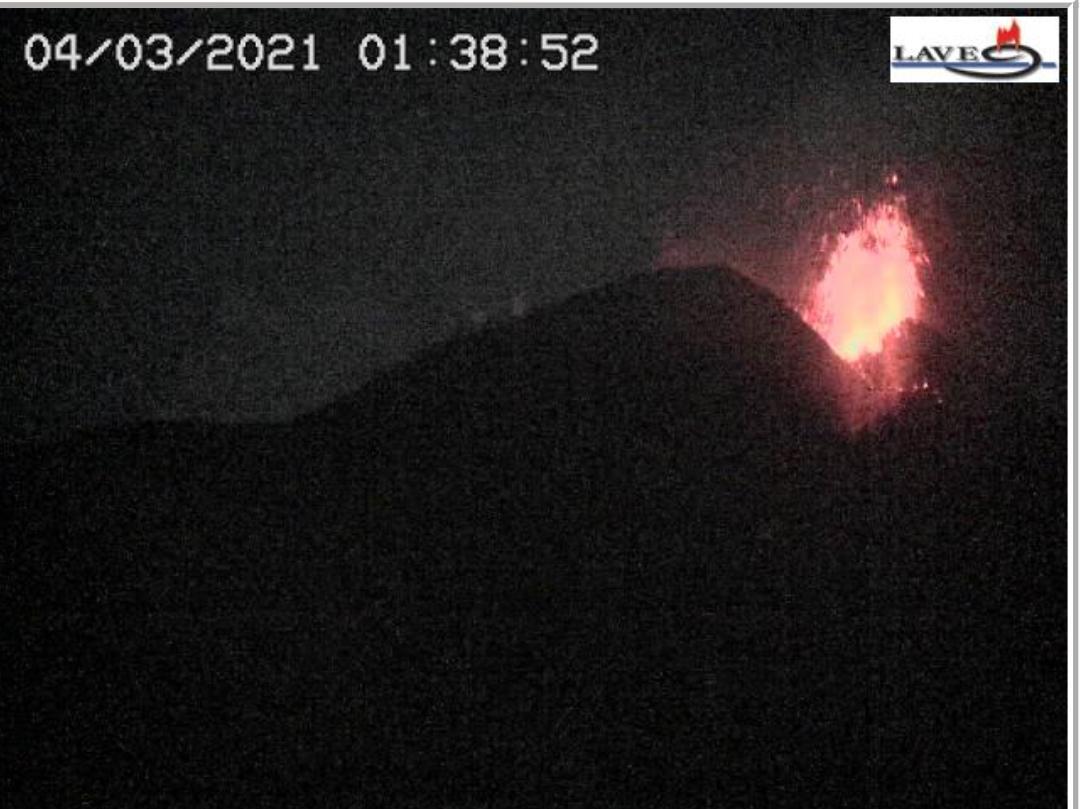 Etna in eruzione: notte di monitoraggio dell'INGV tra cenere, esplosioni  e fontana di lava