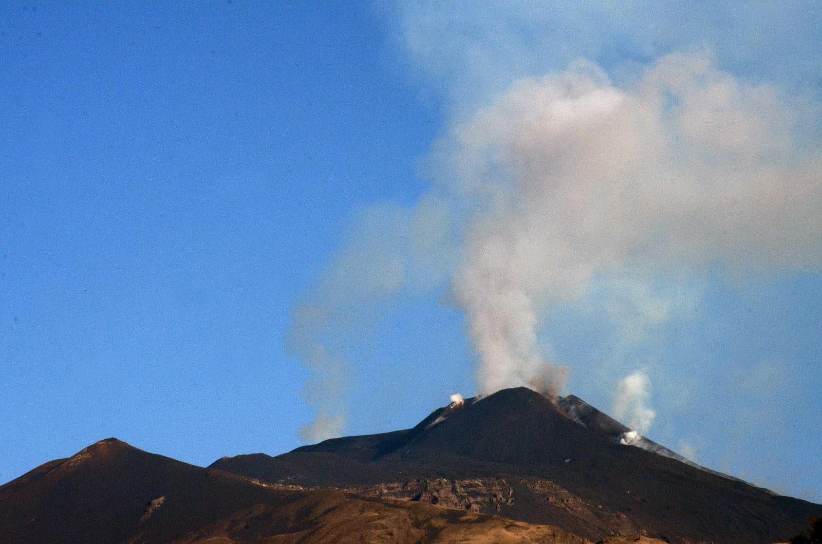 Etna, nuovo aggiornamento dall'INGV: diminuita attività stromboliana, debole emissione di cenere
