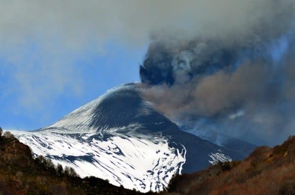Eruzione Etna conclusa, intanto la terra torna a tremare: terremoto in Sicilia, 3 nuove scosse