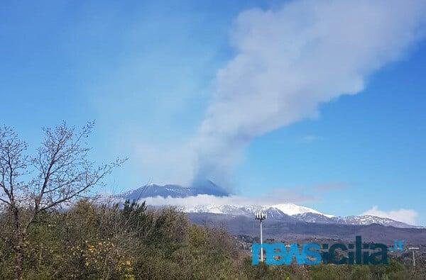 Etna, eventi infrasonici persistenti ma cessa la fontana di lava: sopralluogo INGV, il bollettino