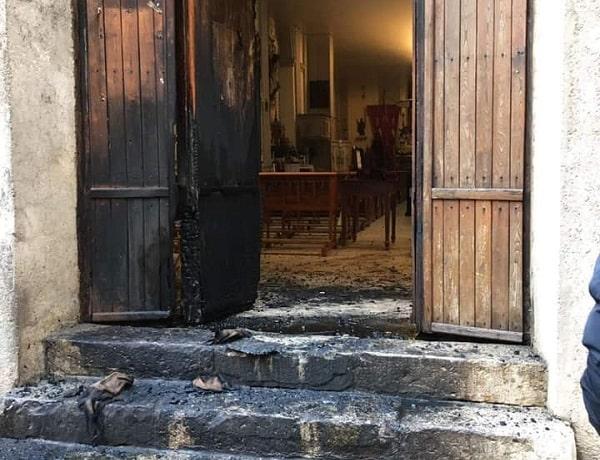 """Incendio doloso nella chiesa di Sant'Agostino durante la ricorrenza. Il sindaco: """"Gesto vile"""""""