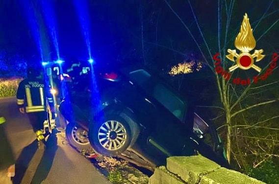 Incidente autonomo, auto fuori strada ma il conducente sparisce prima dell'arrivo dei soccorsi