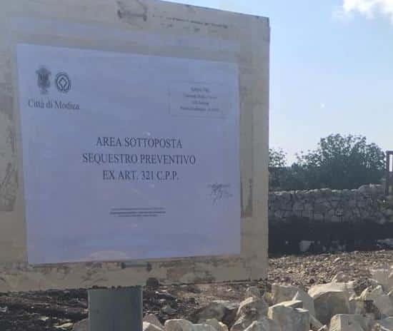 Modica, scavi e lavori abusivi in fondo agricolo sotto vincolo paesaggistico: denunciato proprietario ed esecutore dei lavori
