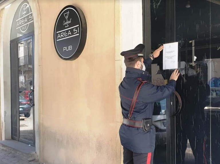 Coronavirus Catania, chiuso pub Area 51 di via Coppola: fuggi fuggi tra i clienti, multati in tre