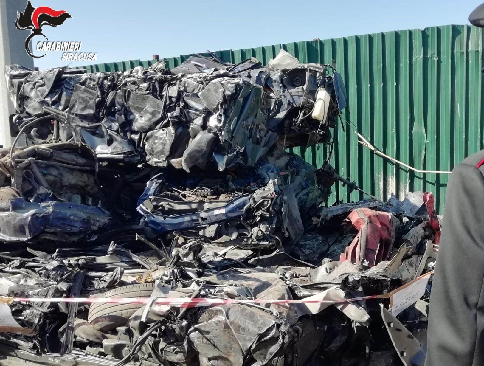Demolisce e compatta auto senza bonificarle, nei guai una ditta di Augusta: denunciato il proprietario