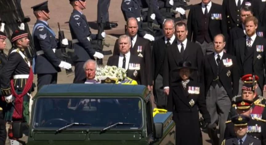 Principe Filippo, a Windsor i funerali del marito di Elisabetta II: cerimonia in forma privata