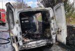 Furgone di alimentari in fiamme nel Catanese: intervento dei vigili del fuoco – FOTO