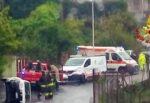Forte impatto nel Catanese, auto finisce contro palo della luce: conducente ferito, accertamenti in corso