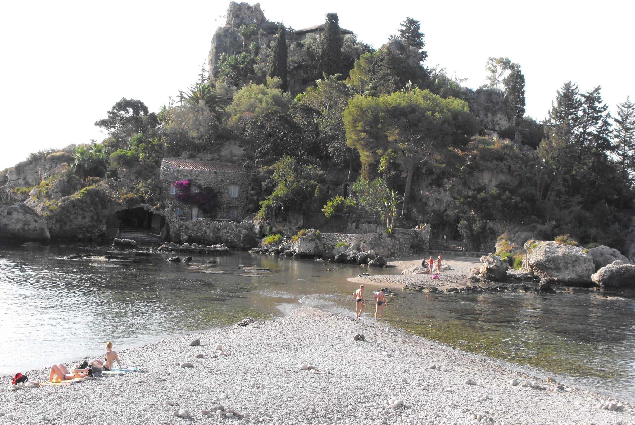 Bonificata la baia di Isola Bella: a lavoro le risorse dell'Università di Catania – FOTO