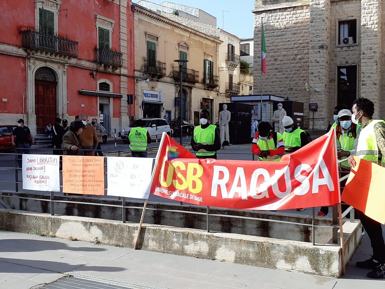 #RightsFirst! Basta stragi!, USB scende in piazza a Ragusa contro la sanatoria 2020 e l'indifferenza politica – Le FOTO