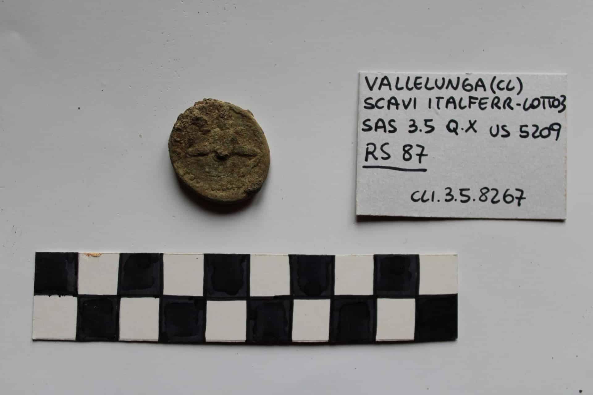 Scavi per raddoppio ferroviario Palermo-Catania, trovata rara moneta romana in bronzo – DETTAGLI
