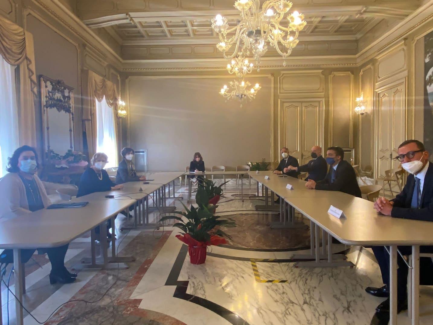 Catania, commercio e ristorazione in difficoltà: incontro con il Prefetto per esaminare problematiche