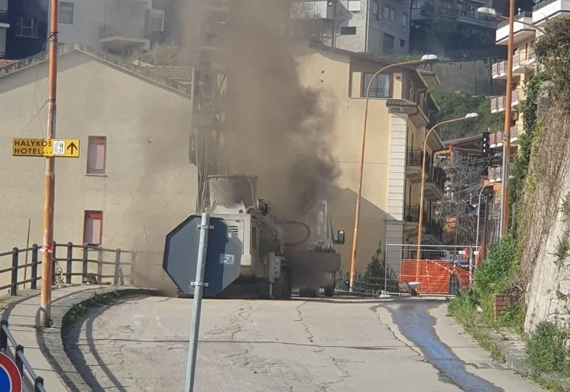 Panico in via Bonfiglio. Fuga di gas metano, si rompe la tubatura: evacuate le abitazioni – FOTO e VIDEO