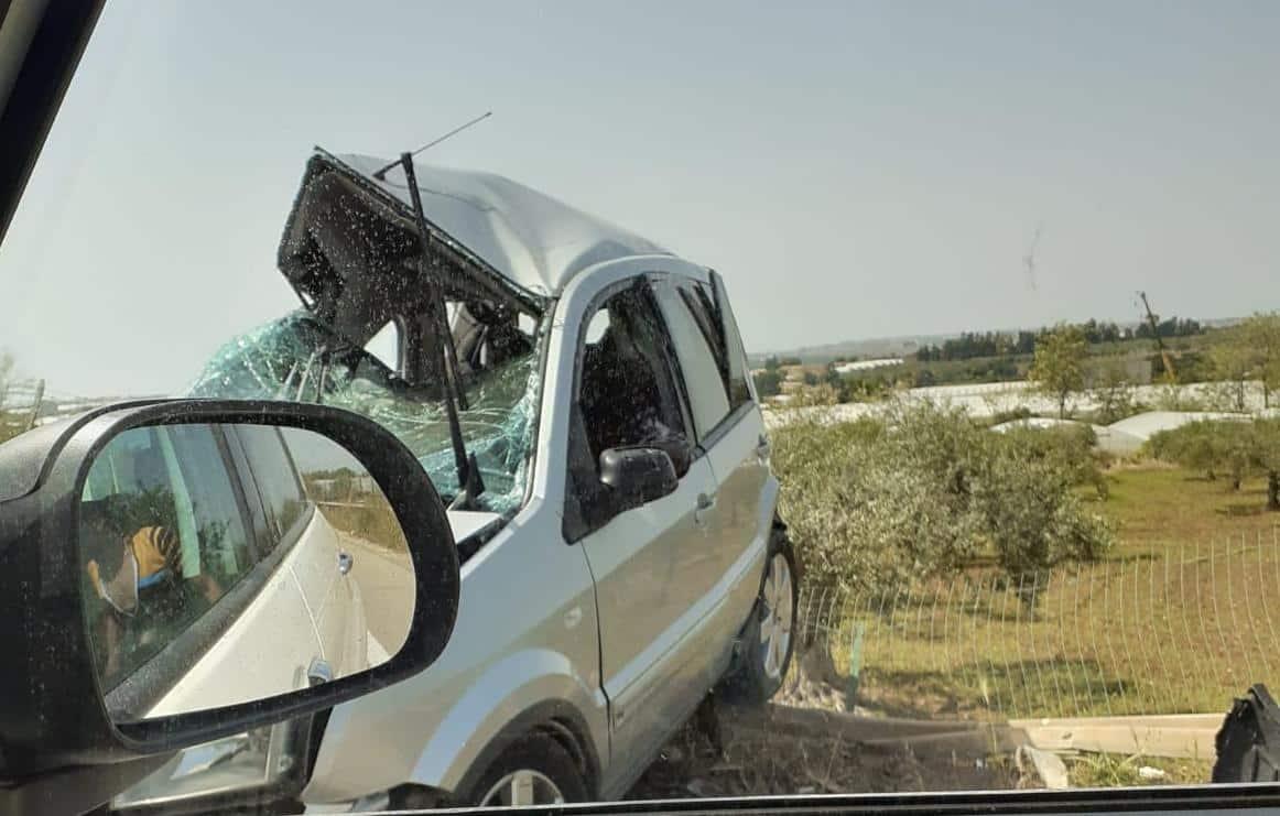 Incidente stradale lungo la SP 20, furgone contro Ford Fiesta: forze dell'ordine sul posto – FOTO