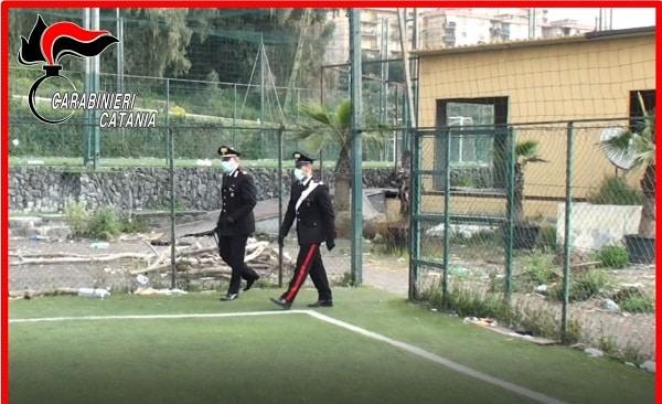 Catania, partita di calcetto con spettatori senza mascherina: fuggi fuggi per l'arrivo dei militari