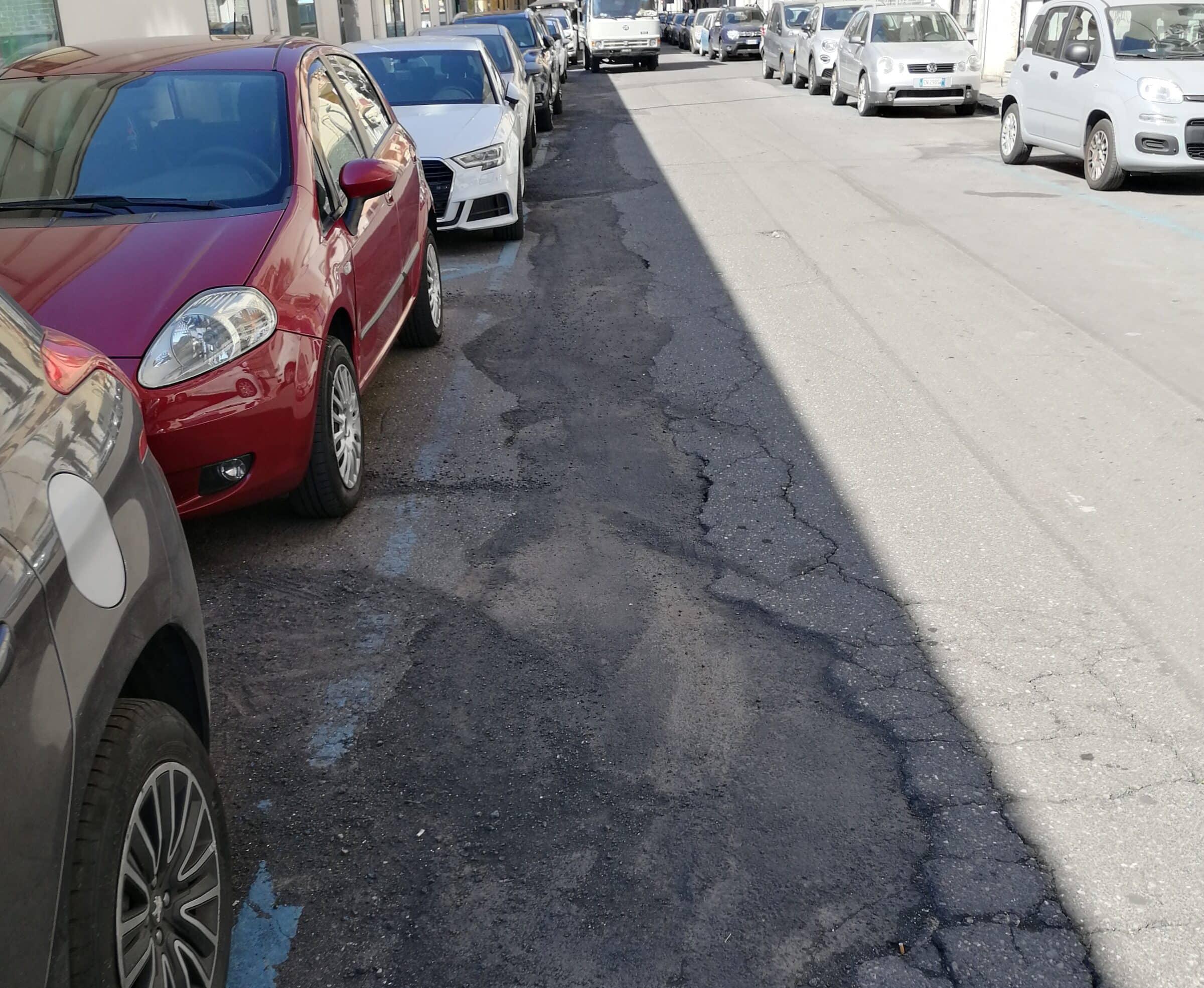 """Catania, manto stradale in condizioni precarie in via Gorizia. Cardello: """"Manto stradale sta sprofondando"""""""