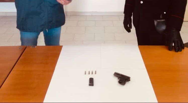 Giallo a Canicattì, 90enne in ospedale: tra gli indumenti per il ricovero anche una pistola