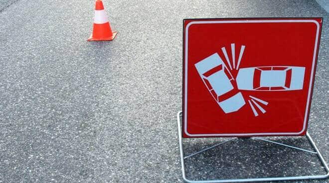Incidente in viale Dei Pini, investe centauro e scappa via: identificato pirata della strada e denunciato