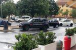 """Giovane """"picchiato"""" con inaudita violenza e senza motivo nel Catanese: denunciati madre e figlio"""