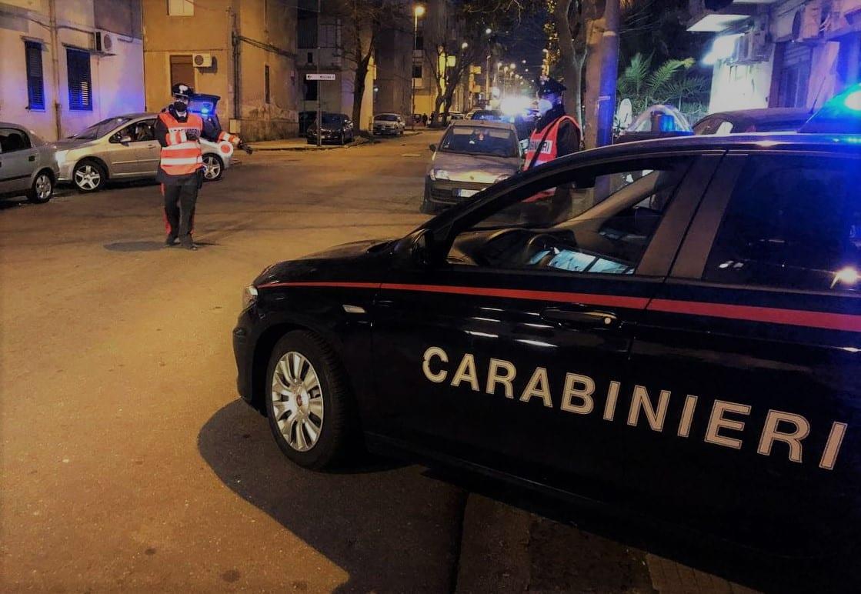 """Schiamazzi e musica, festa """"abusiva"""" interrotta dai carabinieri: 28 persone identificate, scoperta anche droga"""