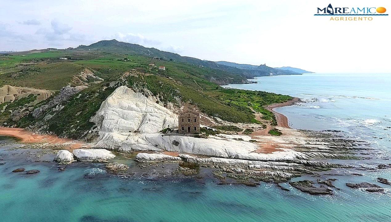 """""""Riserva Orientata per Punta Bianca"""", la richiesta di Mareamico e Marevivo: volontari in spiaggia a ripulire – FOTO e VIDEO"""