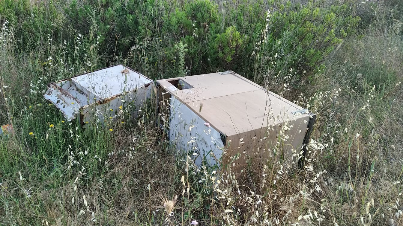 Materassi, pneumatici, divani e frigoriferi per strada: recuperate 9 tonnellate di rifiuti smaltiti illegalmente – FOTO