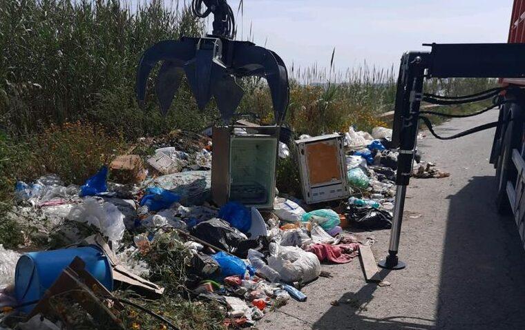 Oltre tre tonnellate di rifiuti rimossi dalle strade extracomunali iblee – Le FOTO