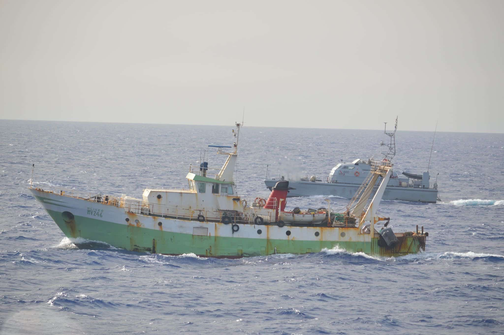 """Attacco a peschereccio siciliano, il racconto choc e la rabbia di Musumeci: """"Pochi centimetri e ci avrebbero uccisi"""""""