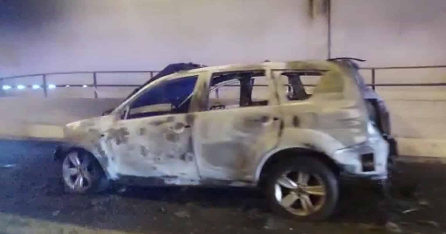 Auto in fiamme sulla Catania-Siracusa: autisti nel panico cercano di scappare, traffico in tilt – FOTO e VIDEO
