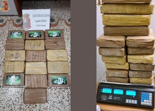 Dalla Calabria a Catania con i panetti di cocaina: arrestato al casello corriere della droga