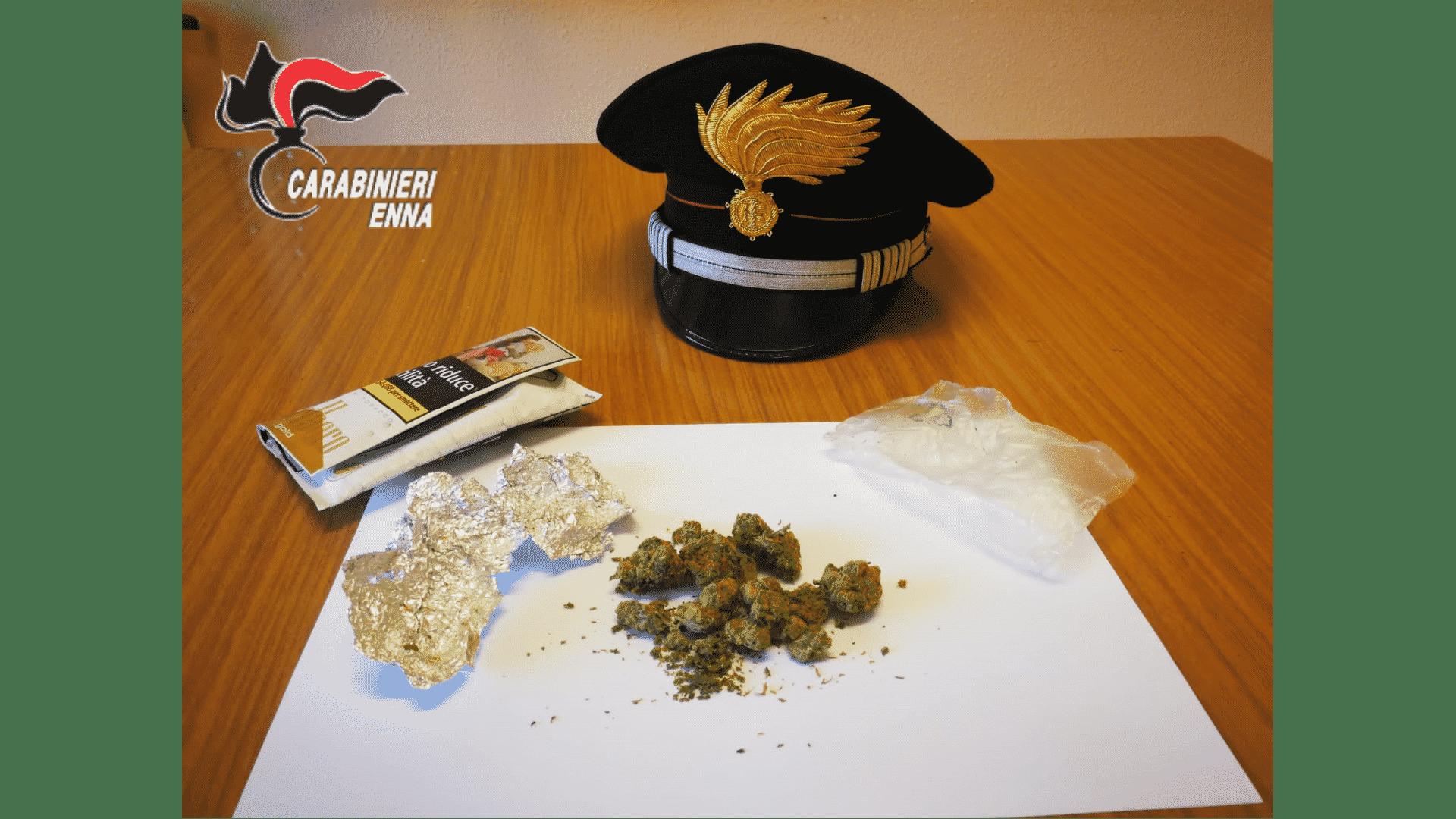 Controlli antidroga, attività incessante dei carabinieri: fermati diversi giovani con stupefacente nelle tasche