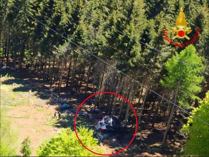 Funivia Mottarone, diffuse le immagini dell'incidente: la fune si spezza e la cabina scivola indietro