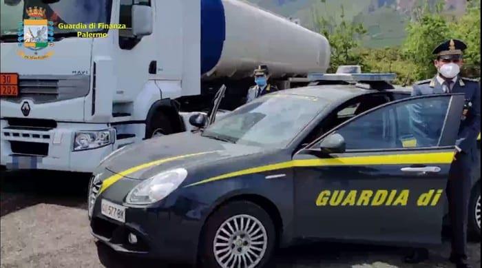 Frode nel commercio carburanti in Sicilia, sequestrati 12.500 litri di gasolio: denunce per due persone