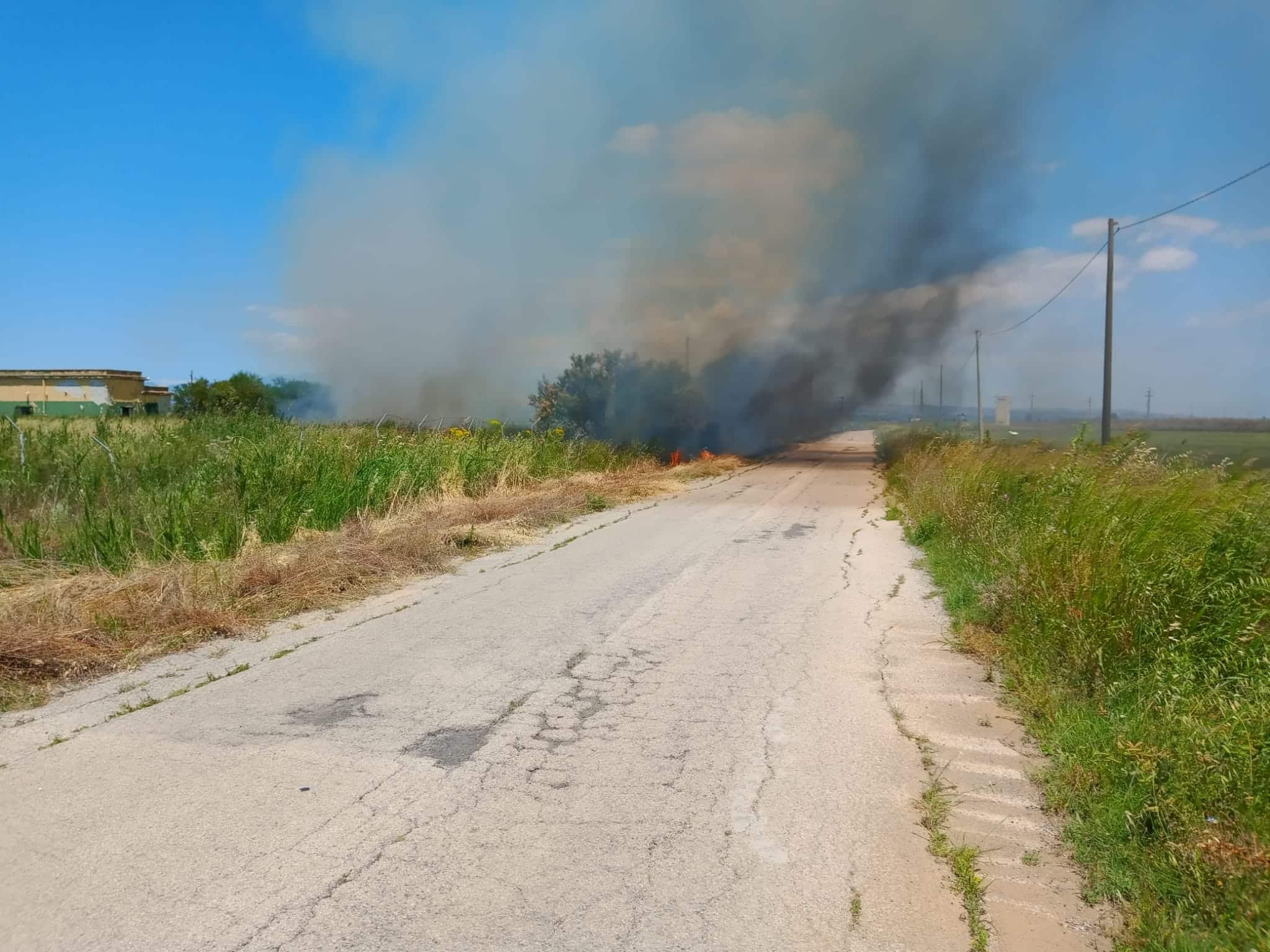 Pericoloso incendio a Sigonella, a rischio area di pertinenza militare – VIDEO e FOTO
