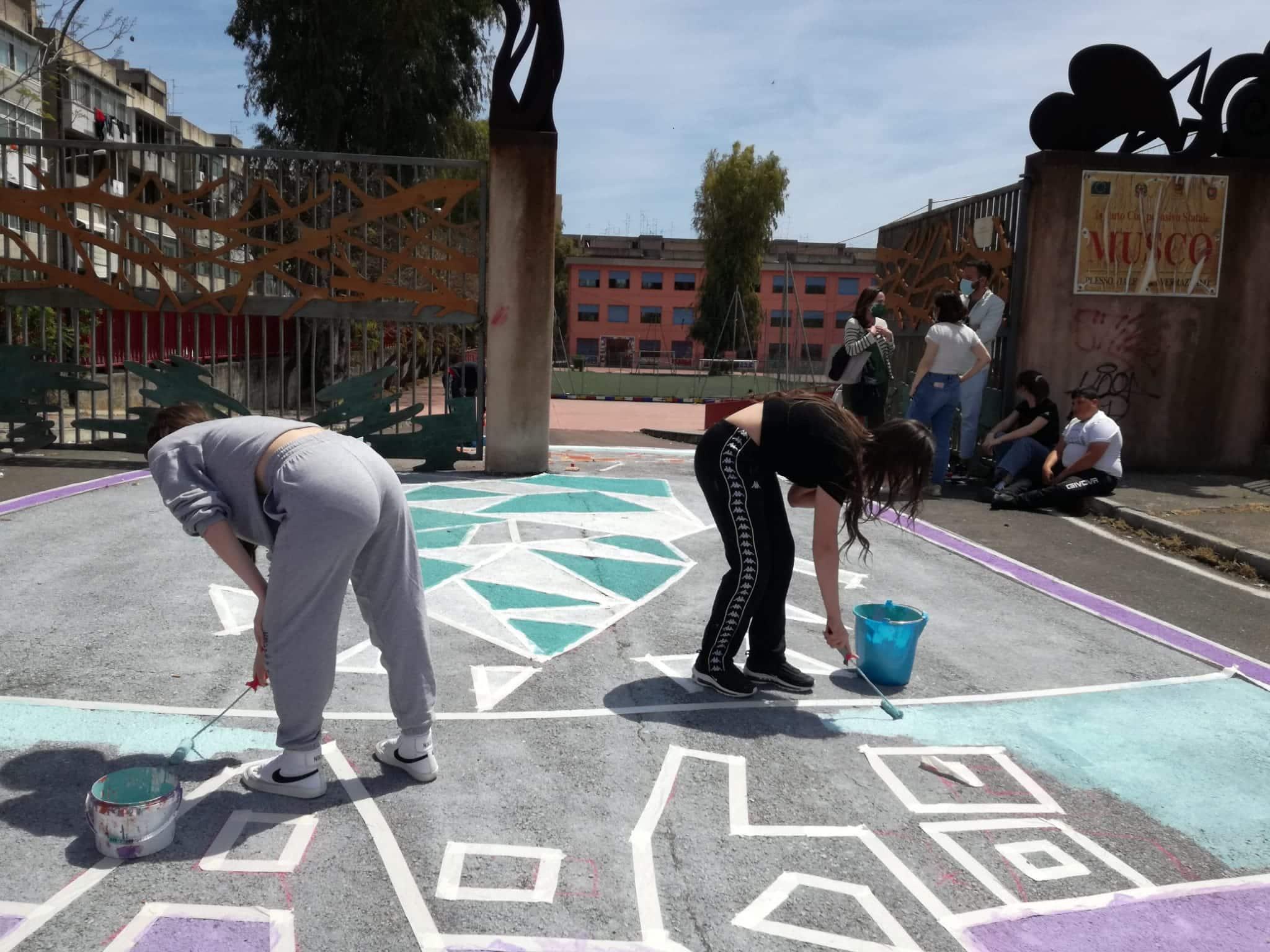 "All'I.O.S. ""Angelo Musco"" street-art sull'emergenza climatica – FOTO"