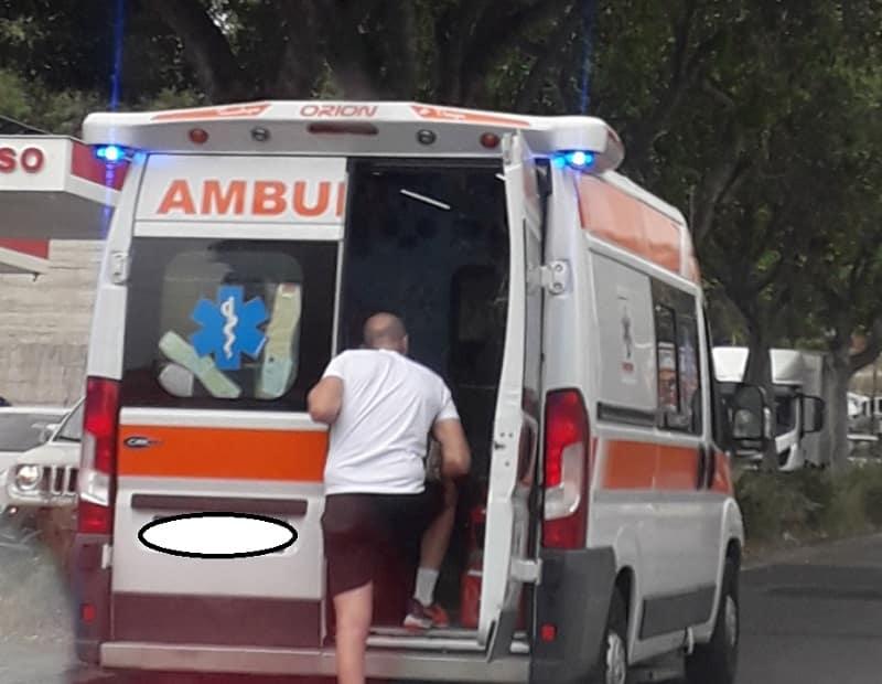 Incidente alla Circonvallazione di Catania, auto contro ciclomotore: un ferito