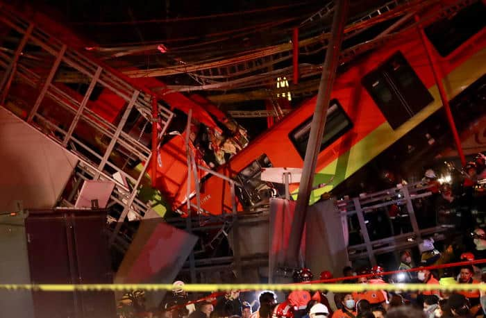 Disastro in Messico, crolla ponte durante passaggio di un treno della metropolitana: decine di morti e feriti