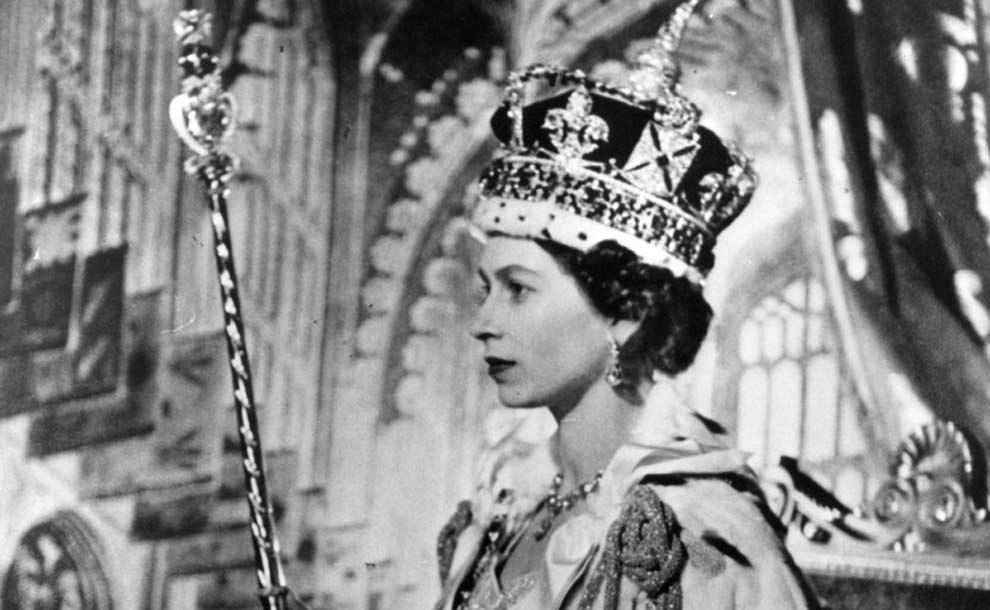 Il 2 giugno del 1953 veniva incoronata la Regina Elisabetta: ecco le tappe che hanno portato la monarca al trono