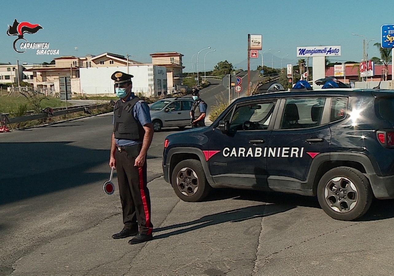 Dal party illegale alle violazioni dell'isolamento: senza sosta i controlli dei carabinieri