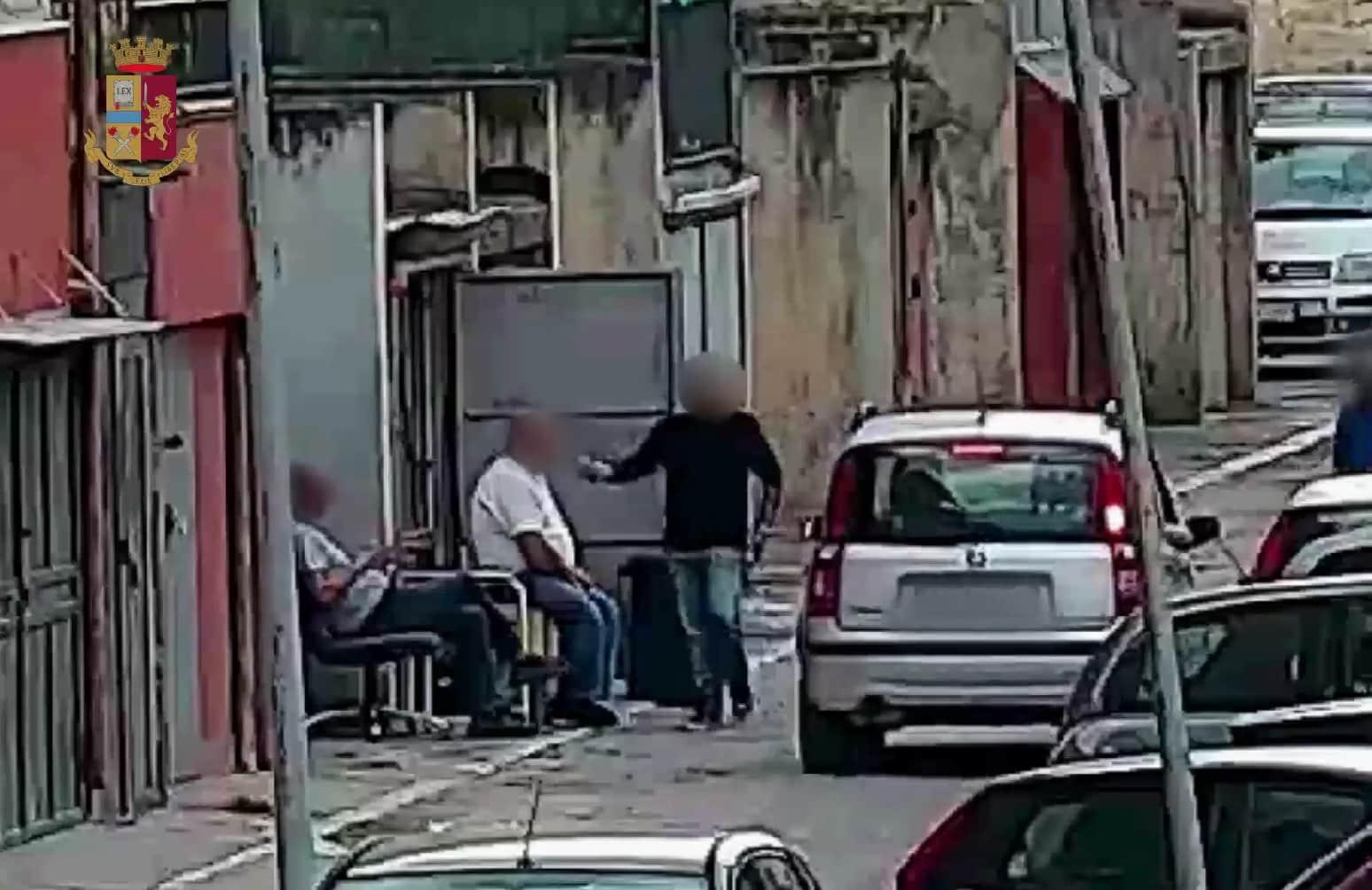 """Operazione """"Transit"""", smantellata piazza di spaccio: i NOMI delle persone arrestate – VIDEO"""